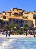 Vacances d'été, Famille à la plage en Corse