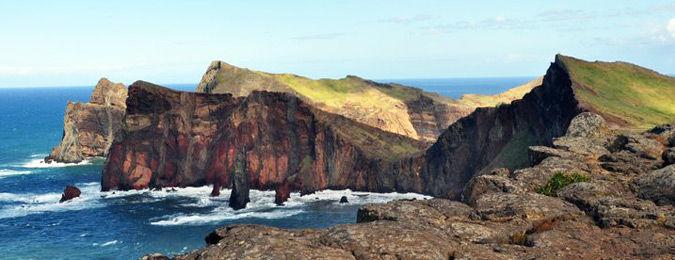 Ponta do Furado à l'Est de l'île de Madere, roches volcaniques, falaises