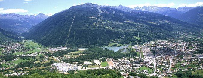 Le village des Arcs en été au coeur des Alpes