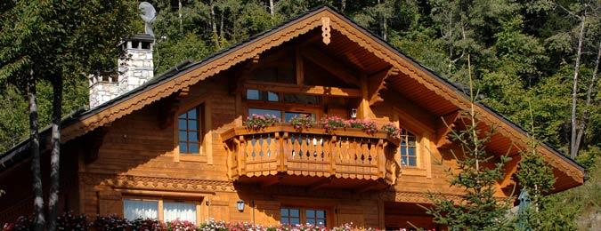 Le village de Méribel en été dans les Alpes françaises