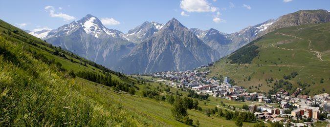 Les Deux Alpes station au coeur des montagne françaises