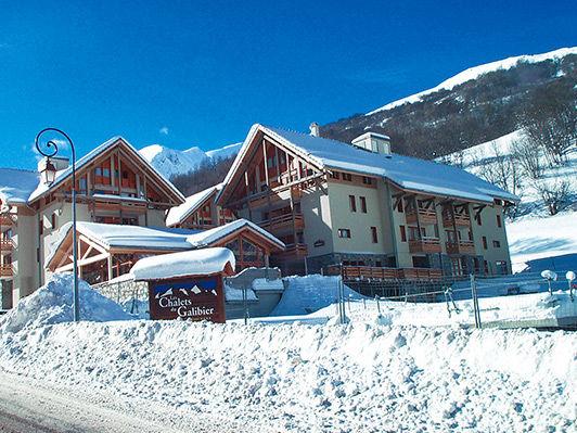 Résidence Les Chalets du Galibier - Hébergement + Remontées mécaniques + Matériel de ski - Offre à Saisir
